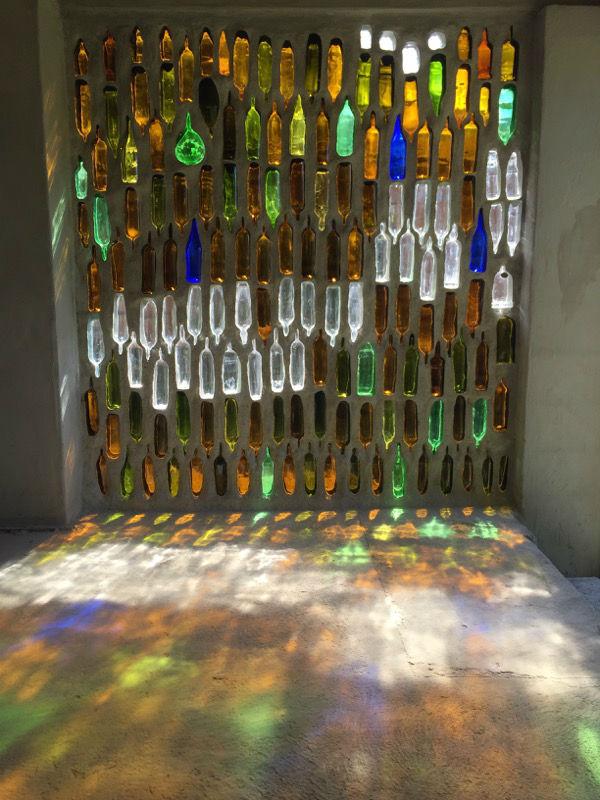 Muro di bottiglie, 2015